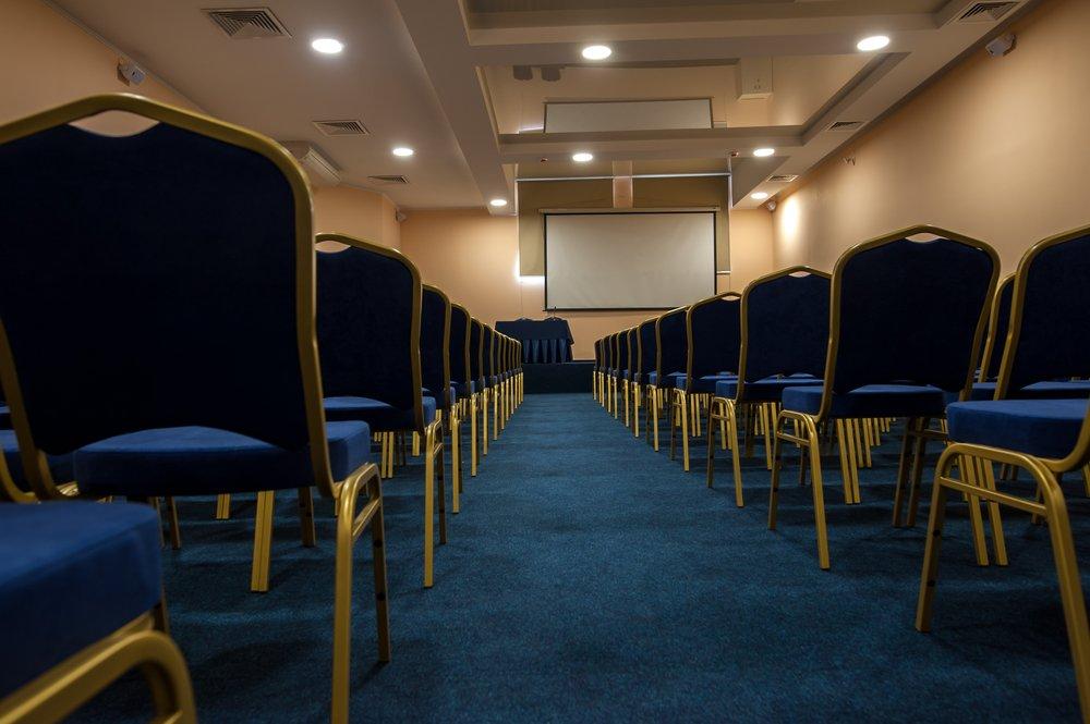 konferenc-zal-na-200-chelovek-hmelnickiy-sv-club1