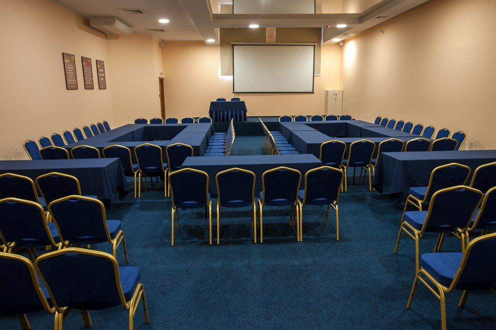 konferenc-zal-na-200-chelovek-hmelnickiy-sv-club7
