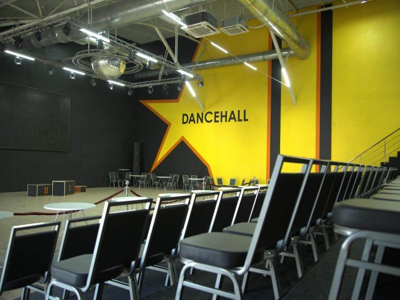konferenc-zal-tancevalnaja-ploshhadka-dancehall-hmelnickij-sv-klub-photo-8